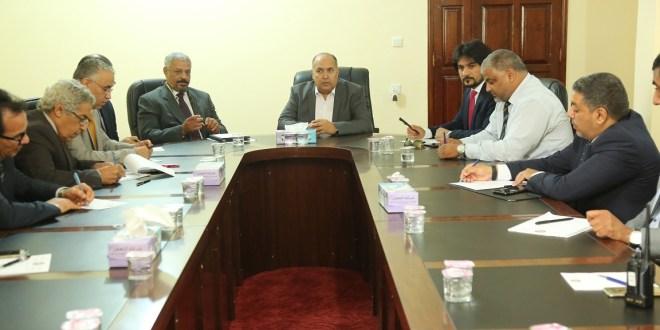 رئيس ديوان مجلس النواب يعقد إجتماعاً دورياً بمدراء الإدارات والمكاتب بالديوان