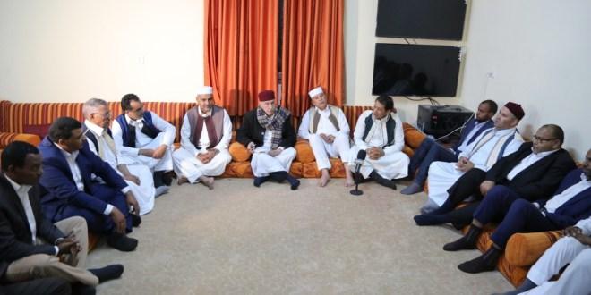 فخامة رئيس مجلس النواب يلتقي عمداء بلديات وشباب الجنوب ونشطاء من المنطقة الغربية
