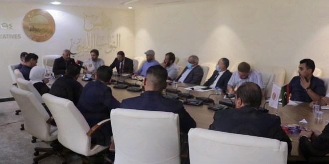نائب رئيس الديوان يجتمع بموظفي فرع طرابلس