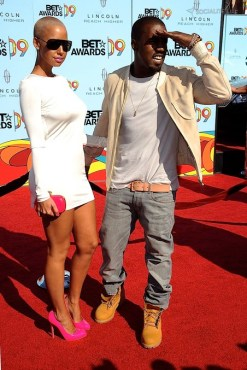 gallery_main-kanye-west-amber-rose-bet-awards-06282009-11