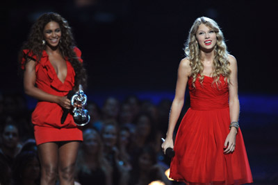 Two classy ladies in red, good job Bey!