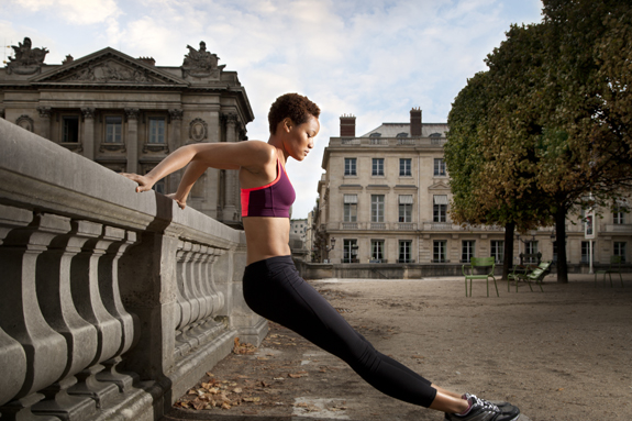 A morning jog to explore Paris? Perfect. Image: joSon/ImageBank