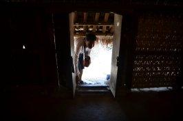 Pintu yang mengharuskan menunduk