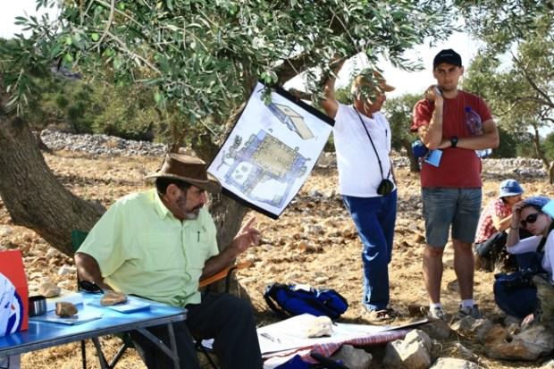 С Адамом Зерталем на горе Эйваль, возле жертвенника