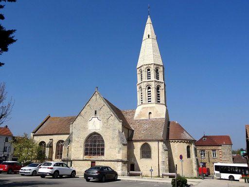Orgeval_(78),_église_Saint-Pierre-Saint-Paul,_vue_depuis_le_sud