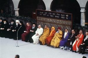 pape-jean-paul-ii-c-participe-journee-prierela-assise-presence-personnalites-12-religions-differentes-dalai-lama-27-octobre-1986-eglise-notre-dame-anges_0_1400_926