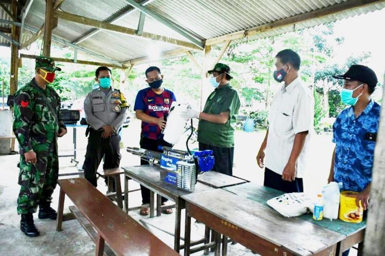 Rm. Felix Supranto, SS.CC – Gereja St. Odilia Citra Raya Menyalurkan Bantuan Ke Desa Cikasungka, Solear