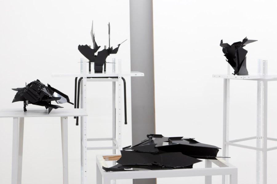 Stella Geppert: «When Destruction Becomes New Form # 1 – 12», 12 Briefablagen, Holz- und Metallregale, Stühle, genormte Massewände, frontviews gallery, Berlin, 2011
