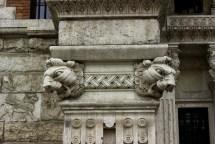 Palazzo del Ragno, dettaglio teste di leone, quartiere coppedè