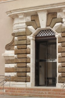 Portale Villa Panzani, Aula VIII
