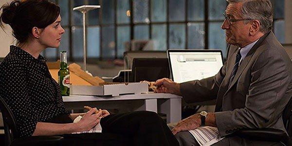 Lo stagista inaspettato, Jules (Anne Hathaway) e Ben (Robert De Niro)