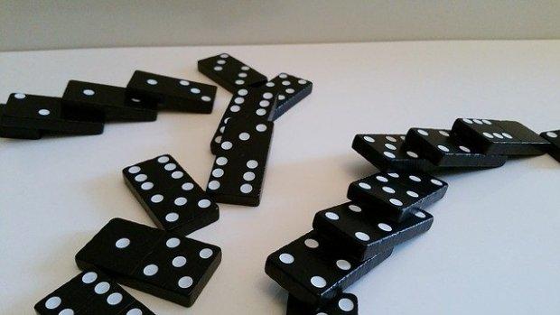 Domino (immagine via Pixabay)