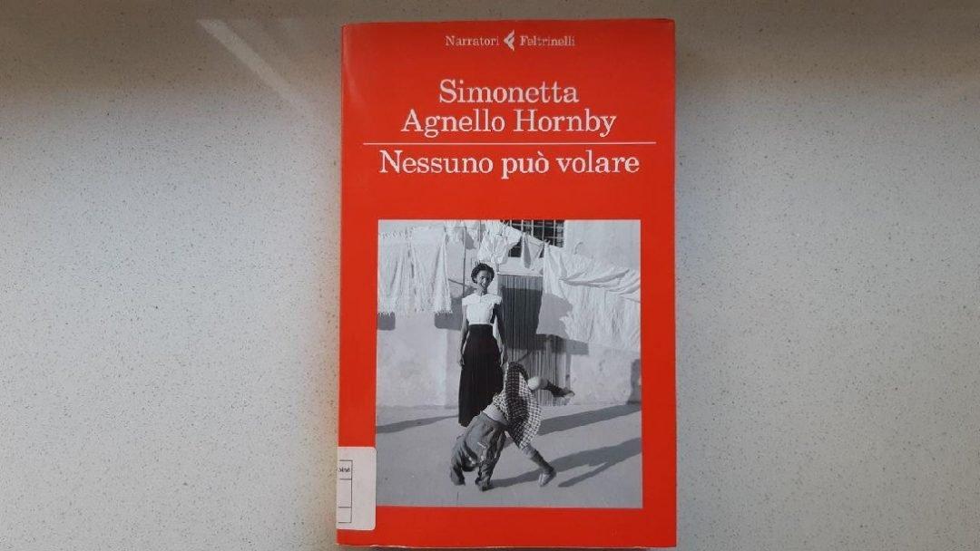Nessuno può volare di Simonetta Agnello Hornby: trama e percorsi di lettura