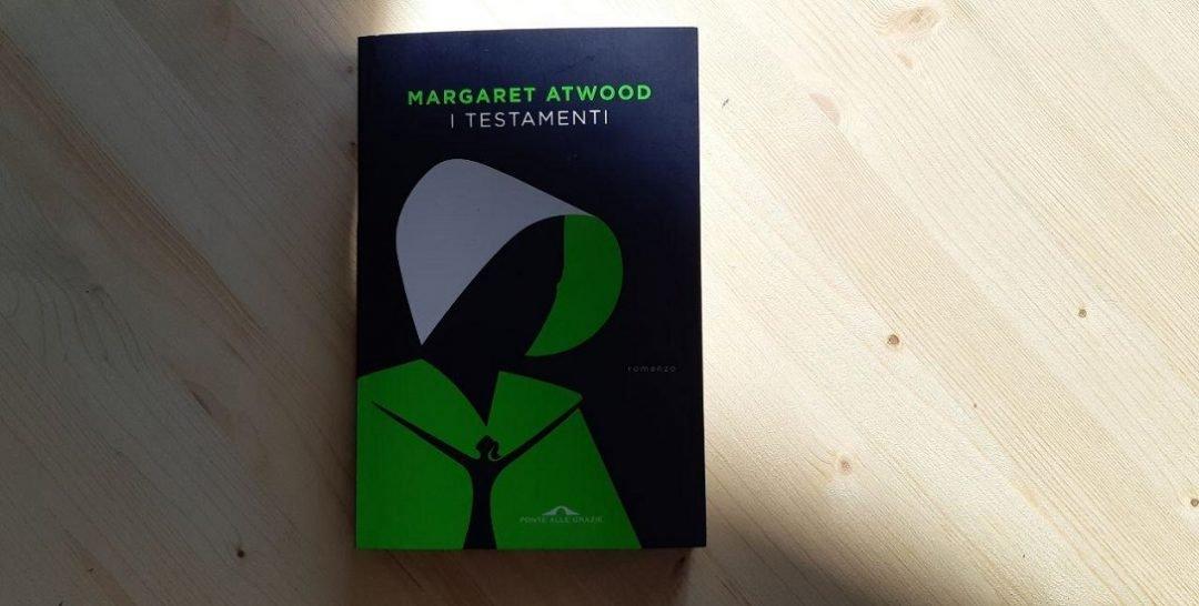 I testamenti di Margaret Atwood: riprendendo i fili della narrazione distopica