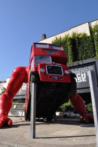 London bus doing push-up by David Cerny