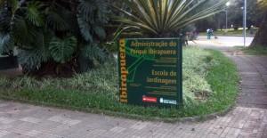 Administração do Parque Ibirapuera. Fica em frente à praça do leão e ao lado da ladeira da preguiça.