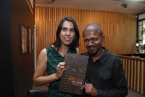 Pesquisadores e autores do livro África em Artes, Juliana Bevilacqua e Renato Araújo. Foto: Leda Abuhab