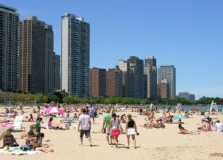 Oak Street Beach, uma muitas praias e parques de Chicago onde não se pode fumar (fonte: www.windycityart.com)