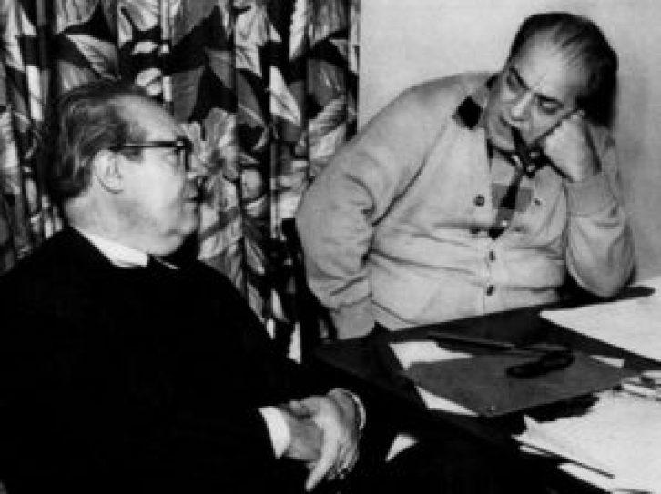 Villa-Lobos (à direita) com o violonista espanhol Andrés Segovia (s.d., autor não identificado).