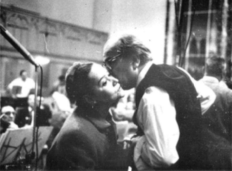 Villa-Lobos e a soprano brasileira Bidu Sayão em foto de 1958-59.