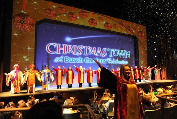 Celebración de Cristmas Town en la ciudad de Tampa en el parque temático Busch Gardens