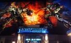 Los seres humanos, prestar atención a esta advertencia. Megatron y sus Decepticons están movilizando para un ataque que podría diezmar este planeta. Sólo tú puedes salvar a la humanidad. Únete a los Autobots en Universal Studios Hollywood y prepararse para la batalla! Transformers The Ride 3D