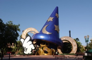 The Sorcerer's Hat is the icon of Disney's Hollywood Studios