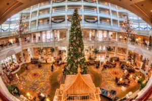 Navidad y Casa de Jengibre digno de la realeza en Piscina de lujo en Disney's Grand Floridian Resort & Spa