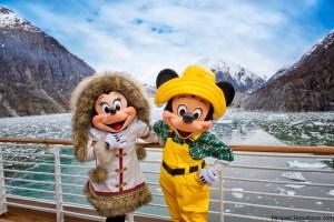 Mickey y Miniie en el Crucero navegando por Alaska