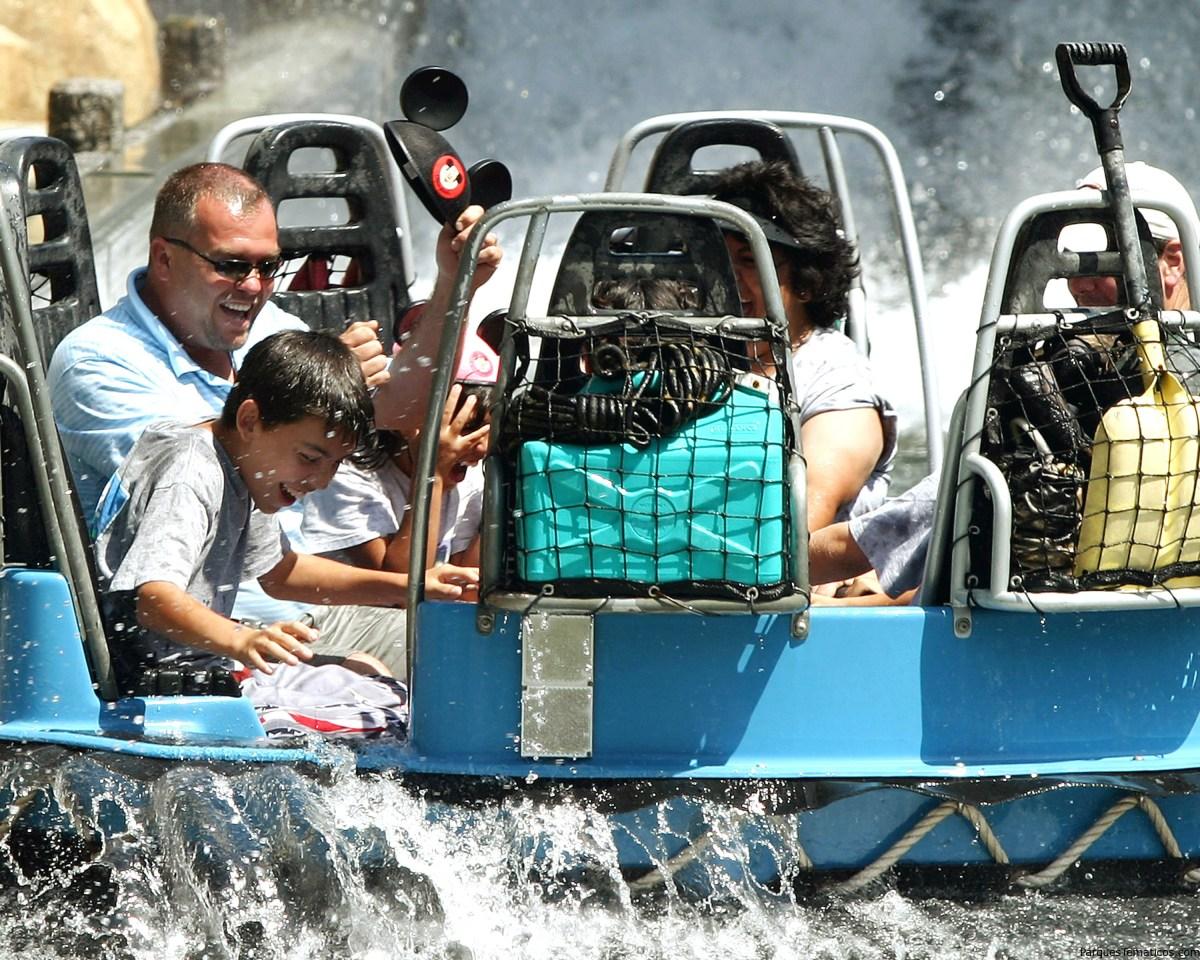 Disneylandia suma diversión, entretenimientos y compras