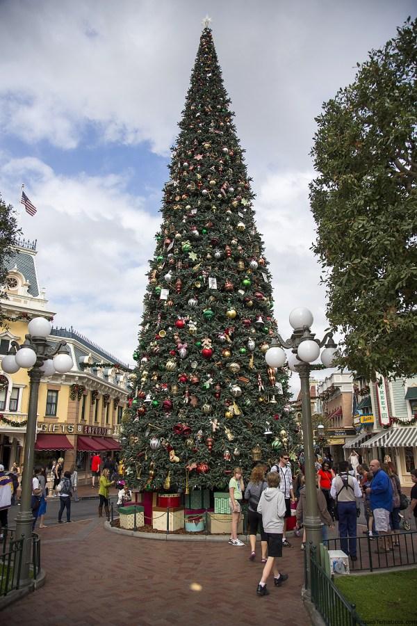 Árbol de Navidad en Disneylandia California en Anaheim