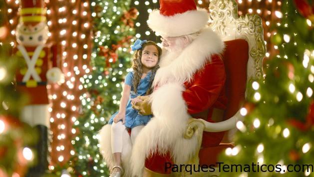 Disfruta de una visita mágica con Santa Claus en Disney Springs Marketplace.