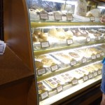 Muchas pastelerías y comidas típicas de cada país