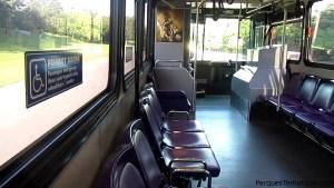 Los autobuses por dentro, siempre con aire acondicionado y cómodos, llegan cada 10 minutos aproximadamente a cada parada