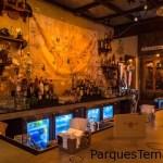 Lo refrescante no tiene límites en Jock Lindsey's Hangar Bar, con todo un mundo de bebidas impresionantes para elegir.