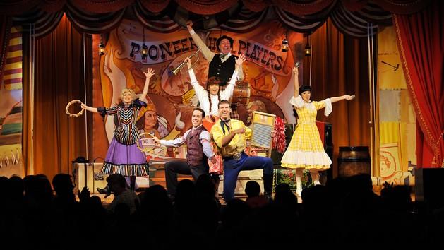 Mamá Experta: cenas con shows en Disneylandia y Disney World