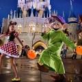 En Magic Kingdom dentro de Walt Disney World Resort se festeja el Evento especial de otoño. Con noches seleccionadas entre 2 de septiembre al 31 de octubre de 2016. Mickey's Not-So-Scary Halloween Party