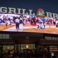 Comenzá tu fin de semana con la moche de fútbol en NBC Sports Grill & Brew