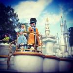 Disney Festival of Fantsy Parade en Magic Kingdom es uno de los desfiles que podrás disfrutar en familia y ver a los personajes de @waltdisneyworld