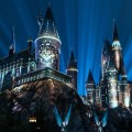 DISFRUTA NIGHTTIME LIGHTS AT HOGWARTS CASTLE EN THE WIZARDING WORLD OF HARRY POTTER