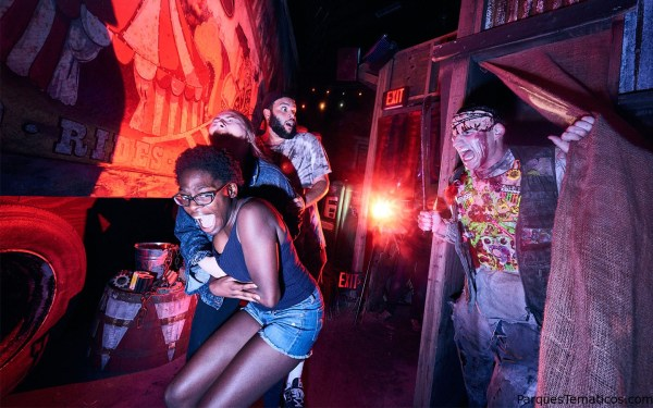 Carnival Graveyard - Halloween Horror Nights 2018