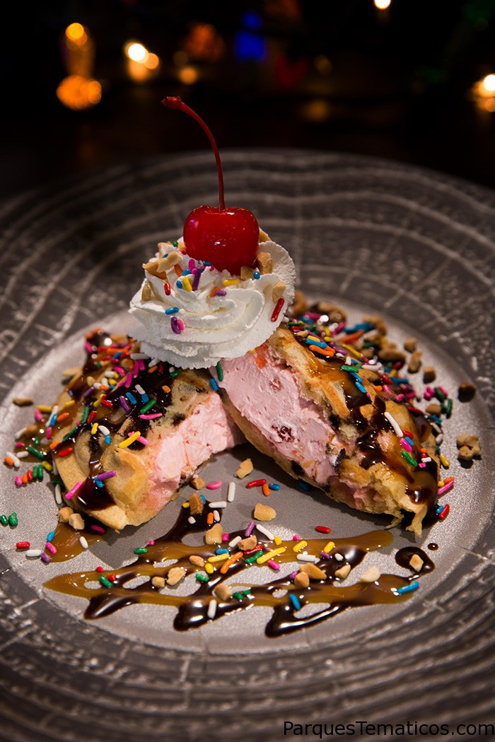 Waffle Ice Cream Pocket Sundae - Halloween Horror Nights 2018