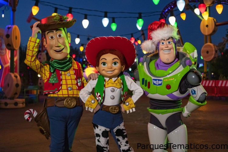 "Beginning November 8, guests visiting Toy Story Land at Disney's Hollywood Studios in Lake Buena Vista, Fla., can expect to see Woody, Jessie and Buzz Lightyear in festive holiday attire. In addition to holiday character greetings, guests can also enjoy the Toy Story Land's new holiday decor, including including oversized cranberry-and-popcorn garland, a holiday card ""selfie"" of ""Toy Story"" pals, an oversized Hamm sugar cookie, Green Alien ornaments and more. The land's attractions will also be plussed up for the season with new holiday audio or music: guests will hear sleigh bells ringing on Slinky Dog Dash, while Alien Swirling Saucers will offer two holiday tracks, plus themed lighting."