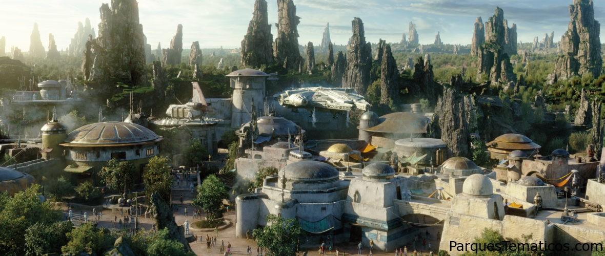 Star Wars: Galaxy's Edge debuta el 31 de mayo de 2019 en Disneylandia y el 29 de agosto en Disney's Hollywood Studios
