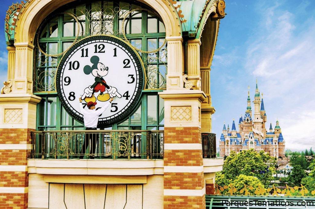 Detrás de la cámara todo fue cuestión de tiempo en Shanghai Disneyland