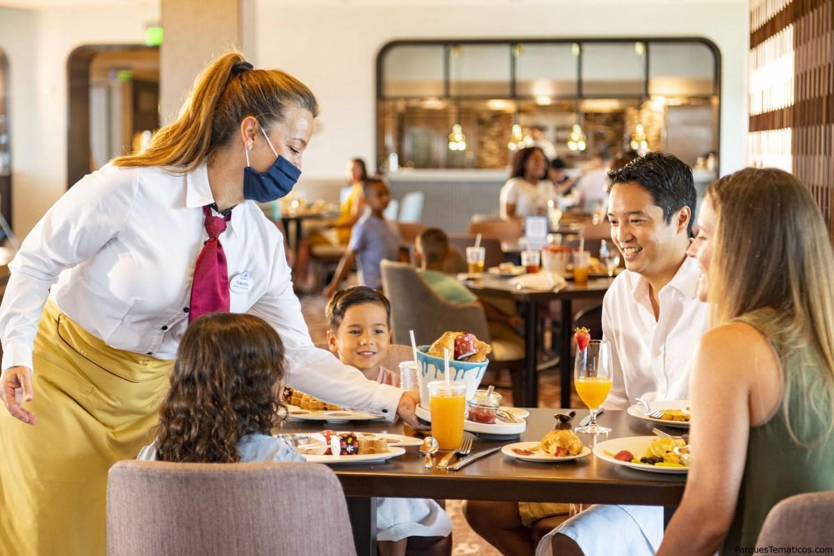 Nuevas medidas de salud y seguridad y tecnología en los lugares para comer en los parques temáticos de Walt Disney World Resort
