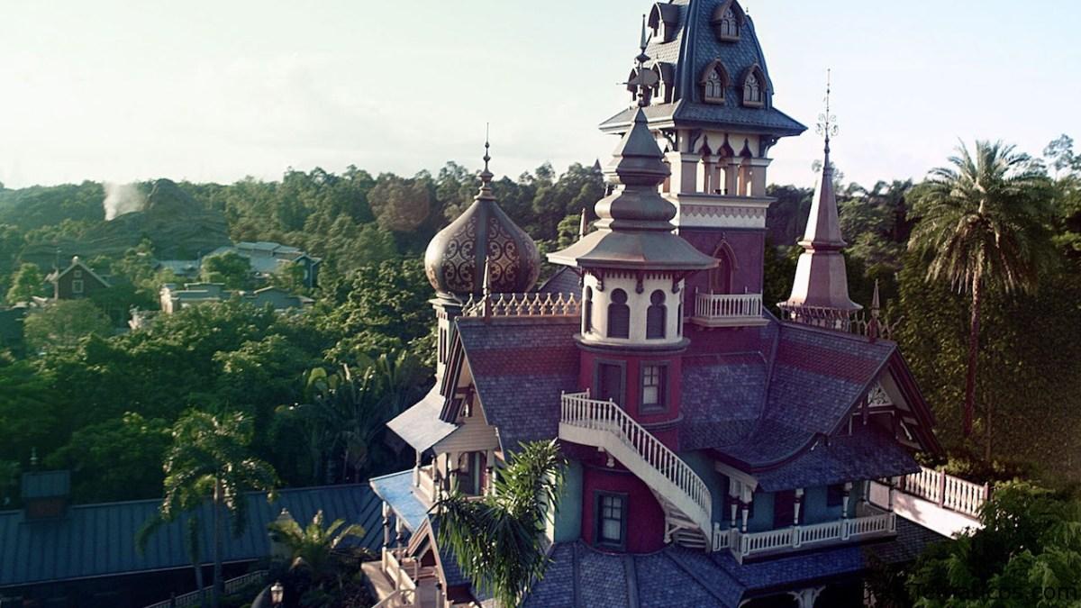 Da un paseo en Mystic Manor en Hong Kong Disneyland