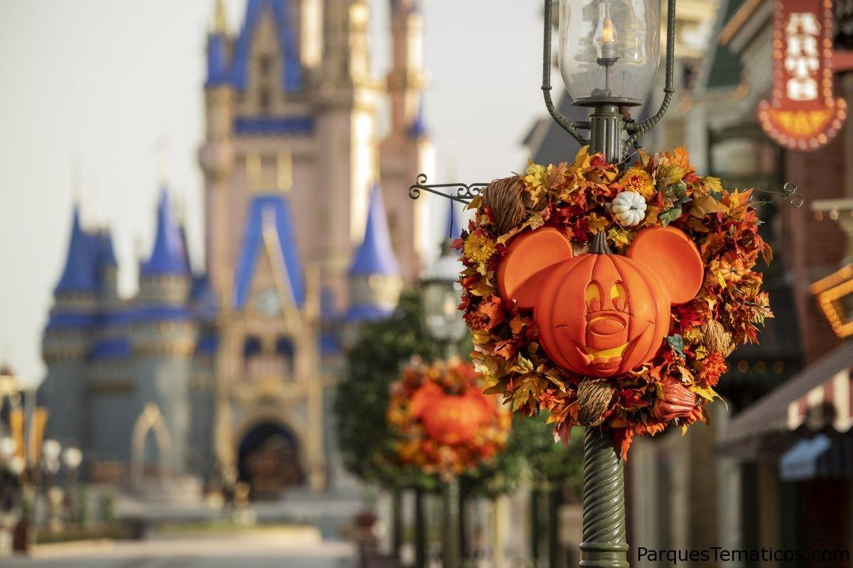 Diversión festiva aguarda a los visitantes este otoño en el Parque Temático Magic Kingdom en Walt Disney World Resort