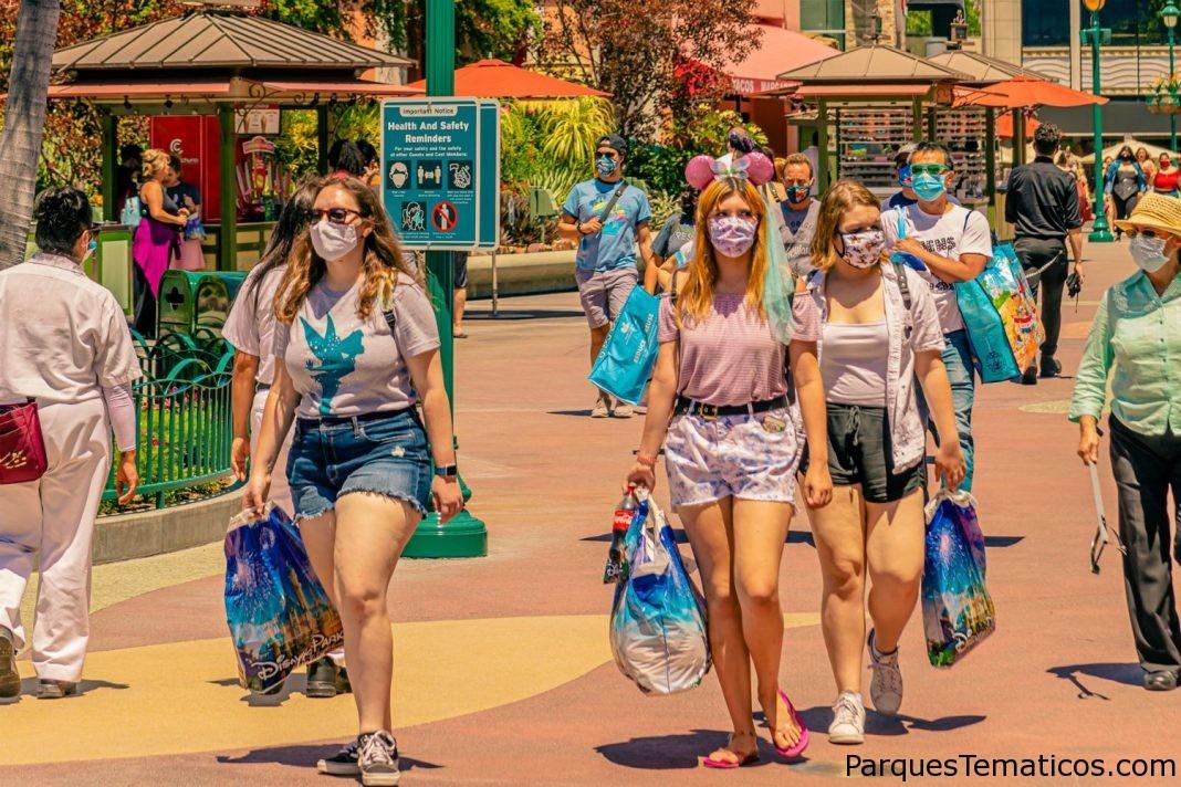 Buena Vista Street abrió sus puertas el 19 de noviembre ampliando así Downtown Disney District
