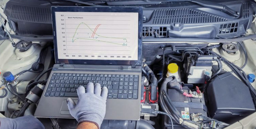 Engineer performing Porsche ECU training on laptop